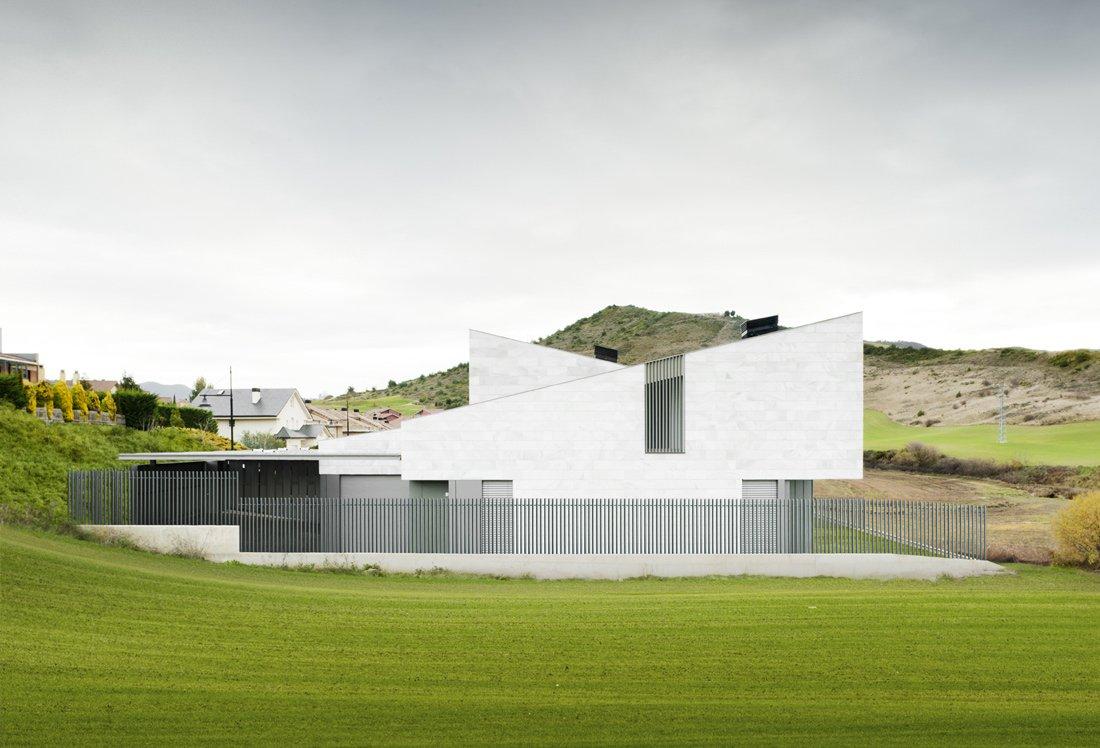 Alzado lateral_16 Viviendas pareadas en Gorraiz_Apezteguia Architects