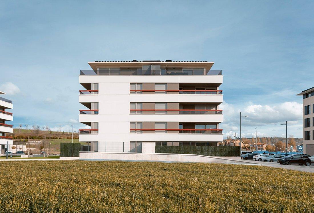 19 + 20 Viviendas Precio Tasado_Entremutilvas_APEZTEGUIA Architects