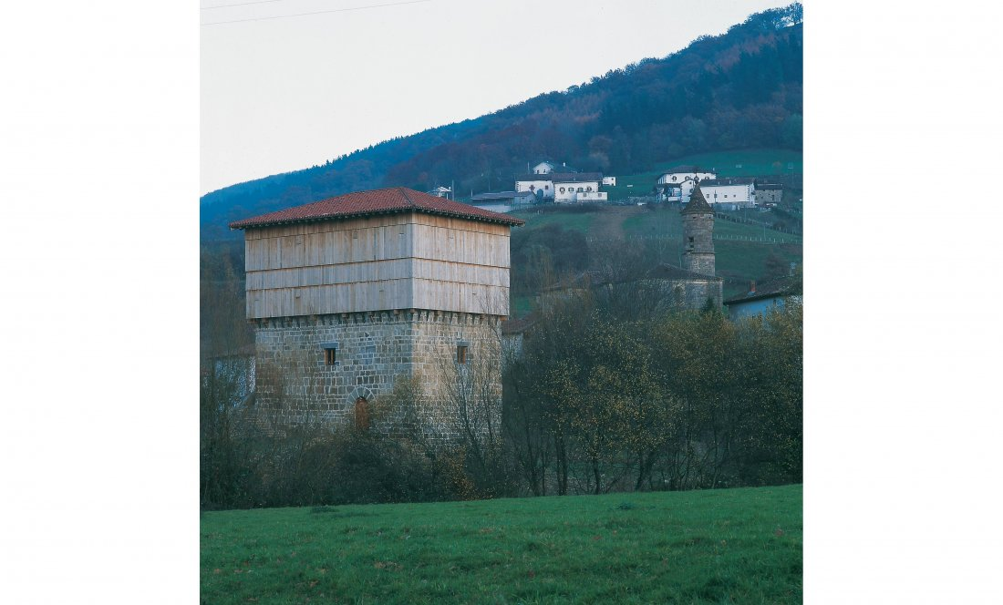 Apezteguía Architects.Torre Jaureguia. Exterior este