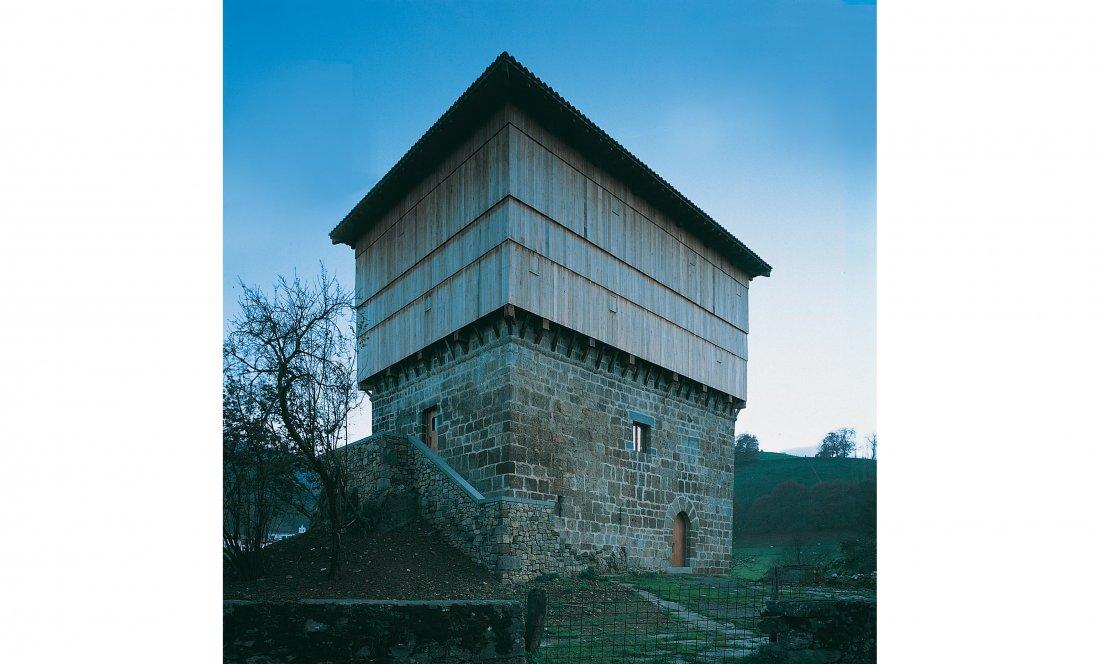 Apezteguía Architects_torre donamaria_exterior sur cerrado