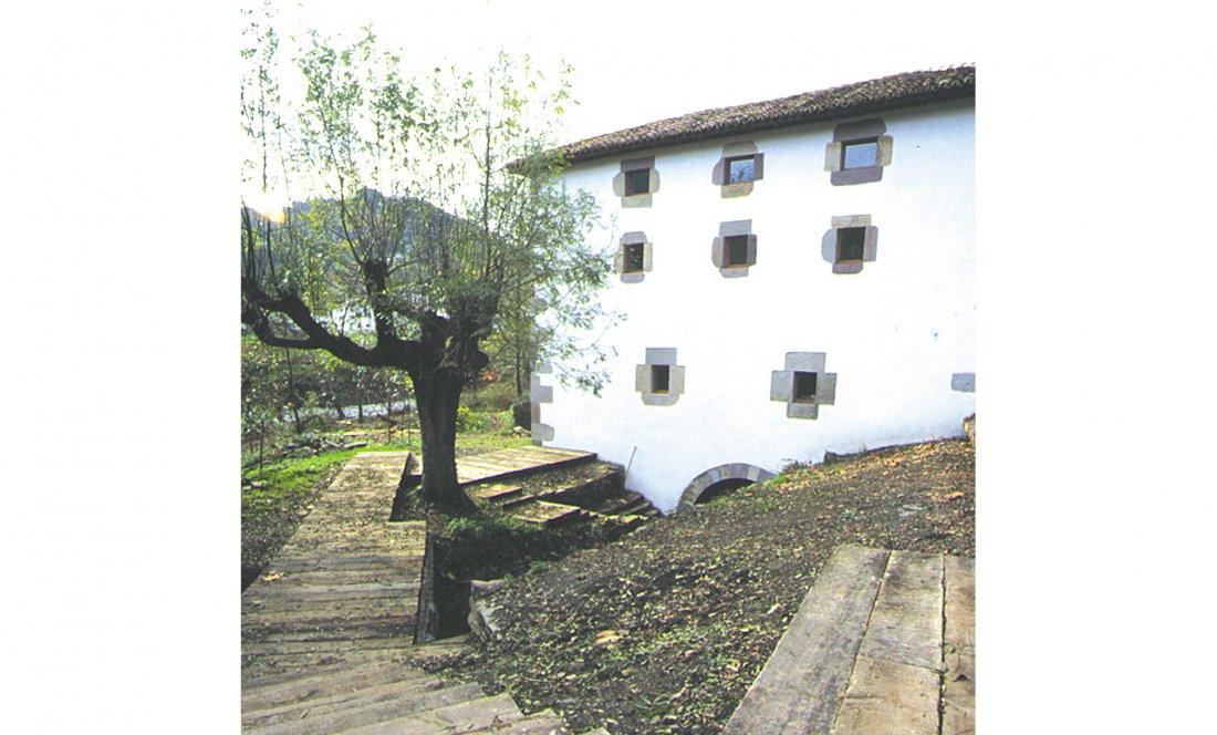 apezteguía architects_molino_fachada trasera