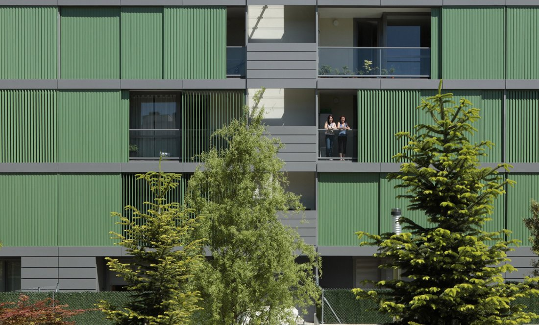 Detalle fachada. 110 VPO Sarriguren. Apezteguia Architects