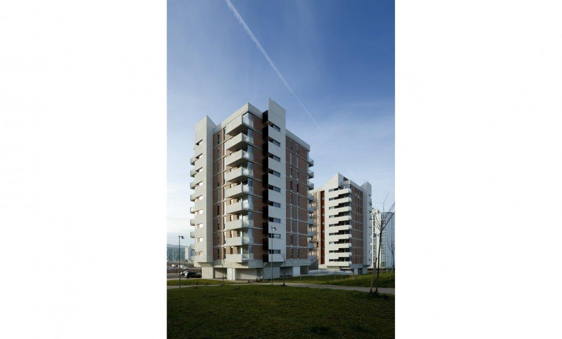 vista exterior 03. 66 VPO+CM. Apezteguia Architects