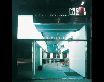 apezteguía architects_peluquería _fachada exterior