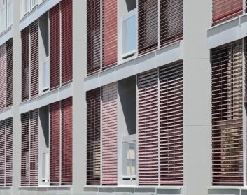 Detalle fachada. 55 VPO Sarriguren. Apezteguia Architects